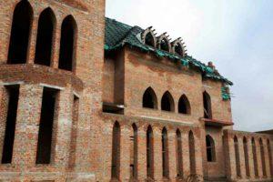 Продается коробка жилого дома в стиле средневекового замка общей площадью 2415 кв. м.