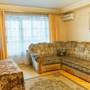 Сдам квартиру в Киеве 4-комнатная квартира в центре бул.Л.Украинки 9. Длительно или посуточно. Своя