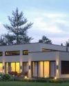 Продается современный дом с. Плюты, в тихом месте на полуострове, с выходом на реку Козинку.